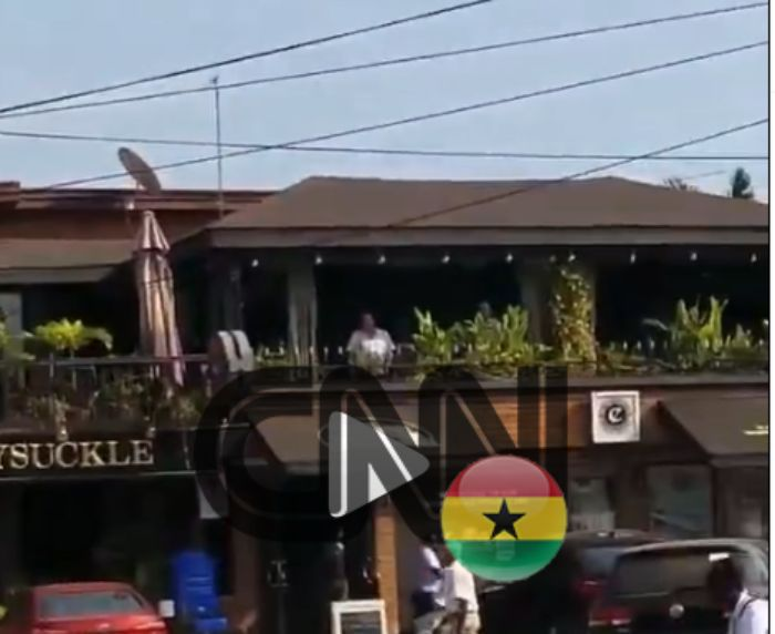 Hot Daylight Robbery: Armed Robbers Attack A Forex Bureau Opposite Osu Police Station (Video)